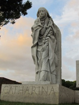 """Statue of Catherine of Sienna near St. Peter's Basilica. From website http://allthegreatsaints.files.wordpress.com"""