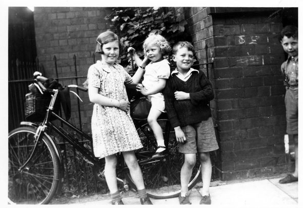 Maud, Nellie and John Topping and Raymond Winters
