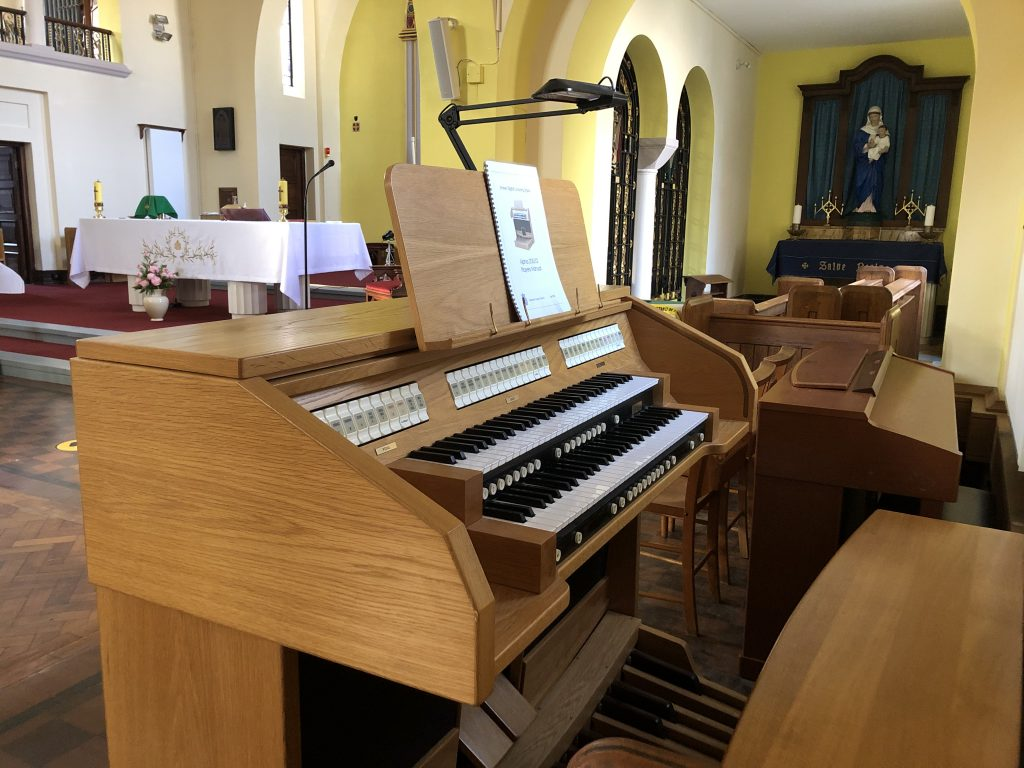 Console of the New electronic organ at St. Edward's Church, Kettering